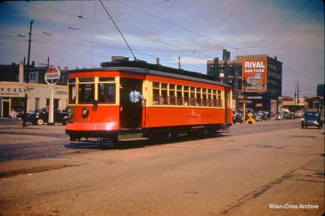CTA 187 at Roosevelt and Clinton on May 30, 1950. Note the safety island.