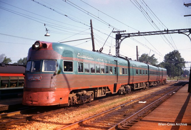 An Electroliner at Edison Court in Waukegan on May 26, 1959. (Wien-Criss Archive)