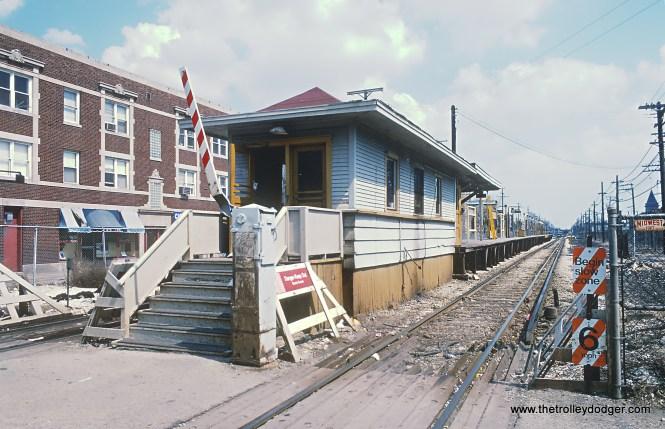 CTA Laramie stop on the Douglas (Pink) Line in April 1985