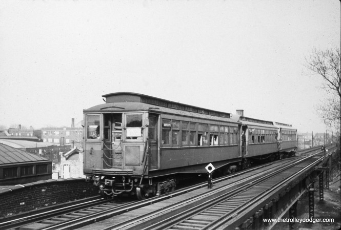 "A train of Met cars on the Garfield Park ""L"". (John J. Kelly, Jr. Photo)"