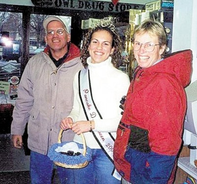 Photo of murder victim Chuck Deatsch and his daughter Katie and wife Liz