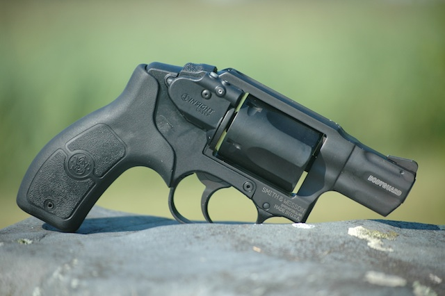 Gun Review: Smith & Wesson Bodyguard (.38 Revolver and ...