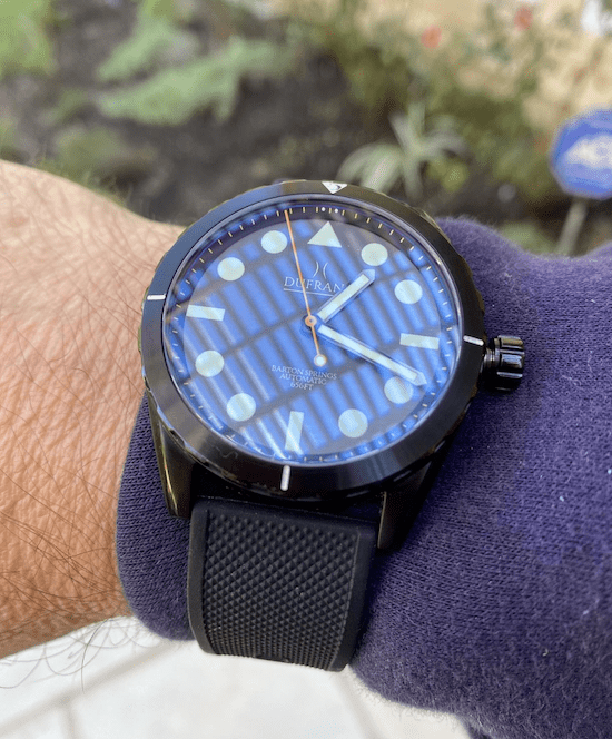 Reflections on a dive watch (courtesy thetruthaboutwatches.com)