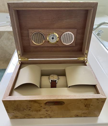 Cuervos Y Sobrinos cigar box case