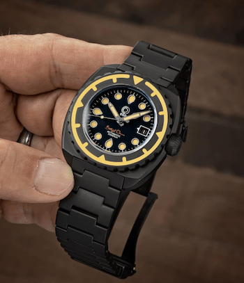 Esoteric Watches Bathyal Oscuro in hand