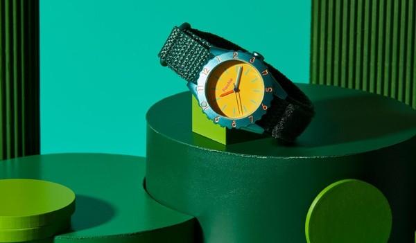 Parchie watch geometric backdrop