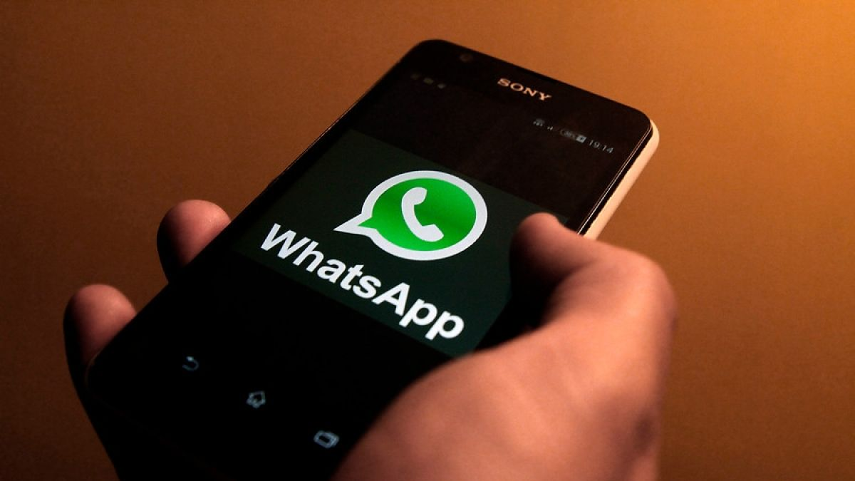 Spy on someone's WhatsApp messages without touching their cell phone