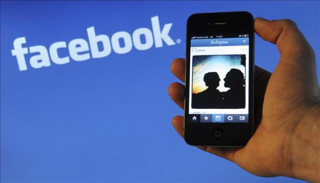 How to track Facebook Messages, Private Photos & Profile
