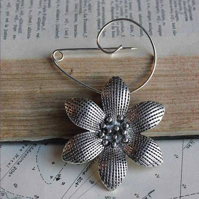 Swirl pin flower brooch