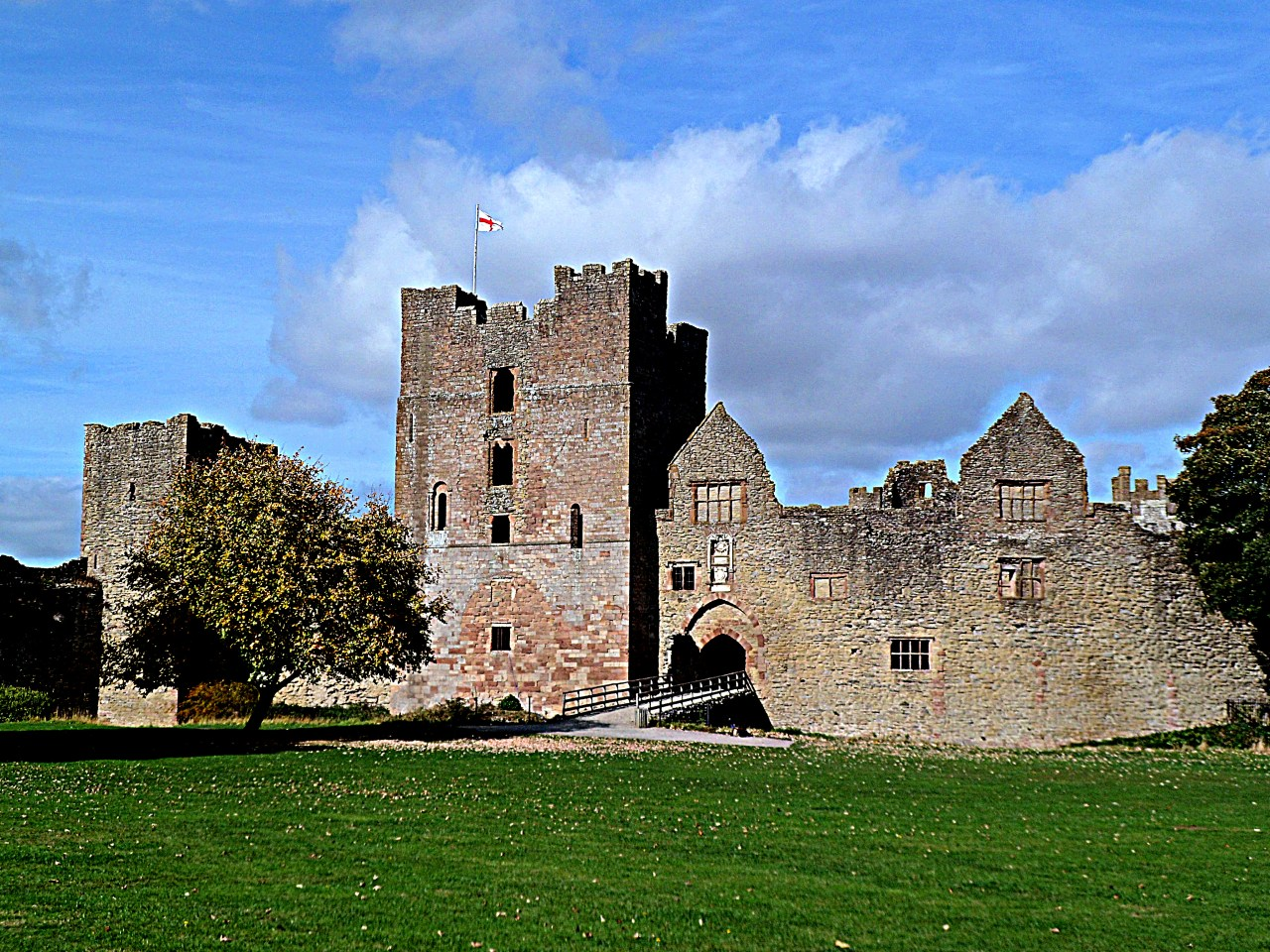 Ludlow Castle: entrance to the inner bailey