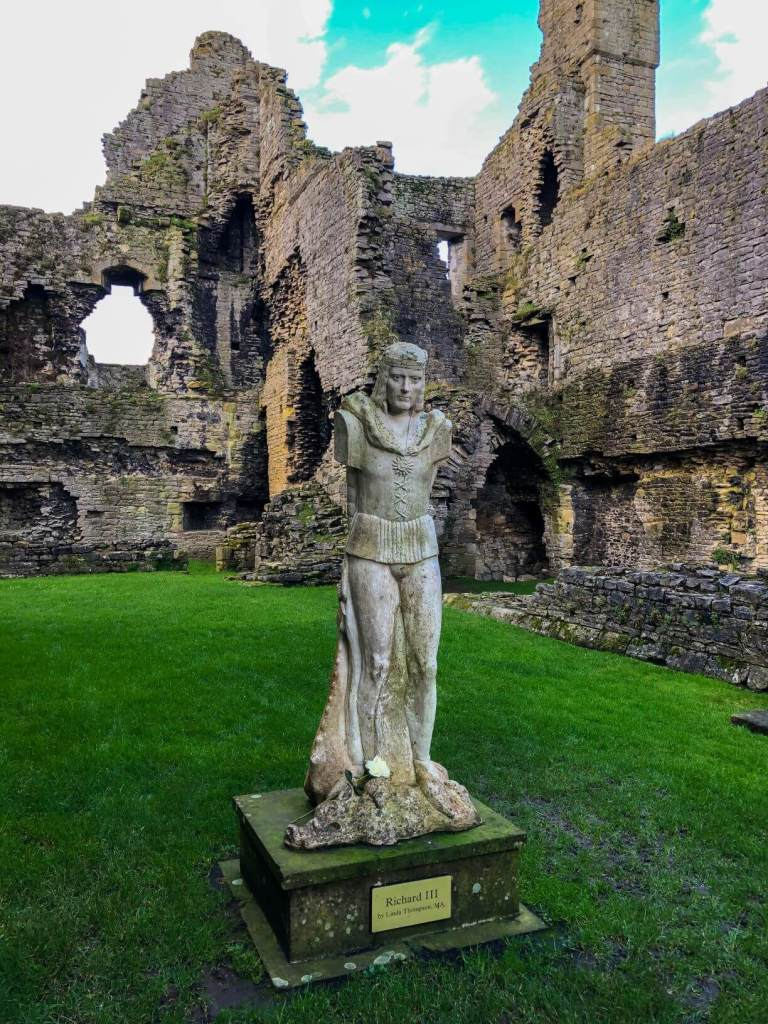 Modern statue of Richard III, Middleham Castle