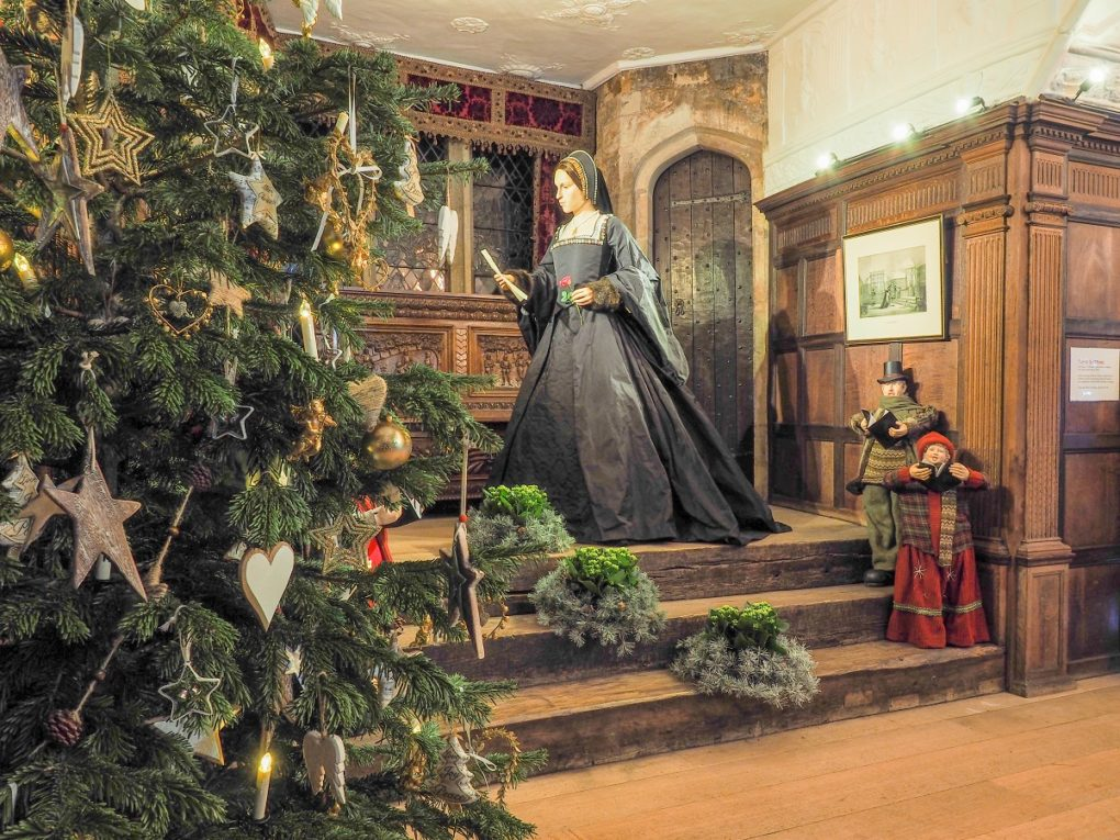 Hever at Christmas: Anne Boleyn read s a letter