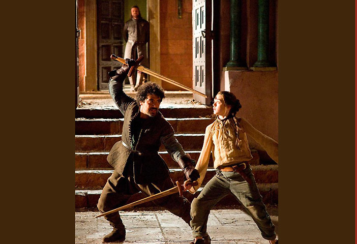 Syrio teaches Arya the art of the sword through water dancingGOT-s1.jpg