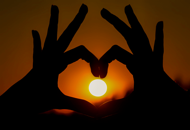 Twin flame signs age difference in dating