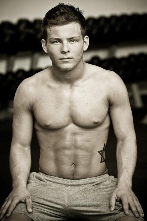 The Human Head Weighs 8 Pounds And So Do Jonathan Lipnickis Abs  The Twist Gossip