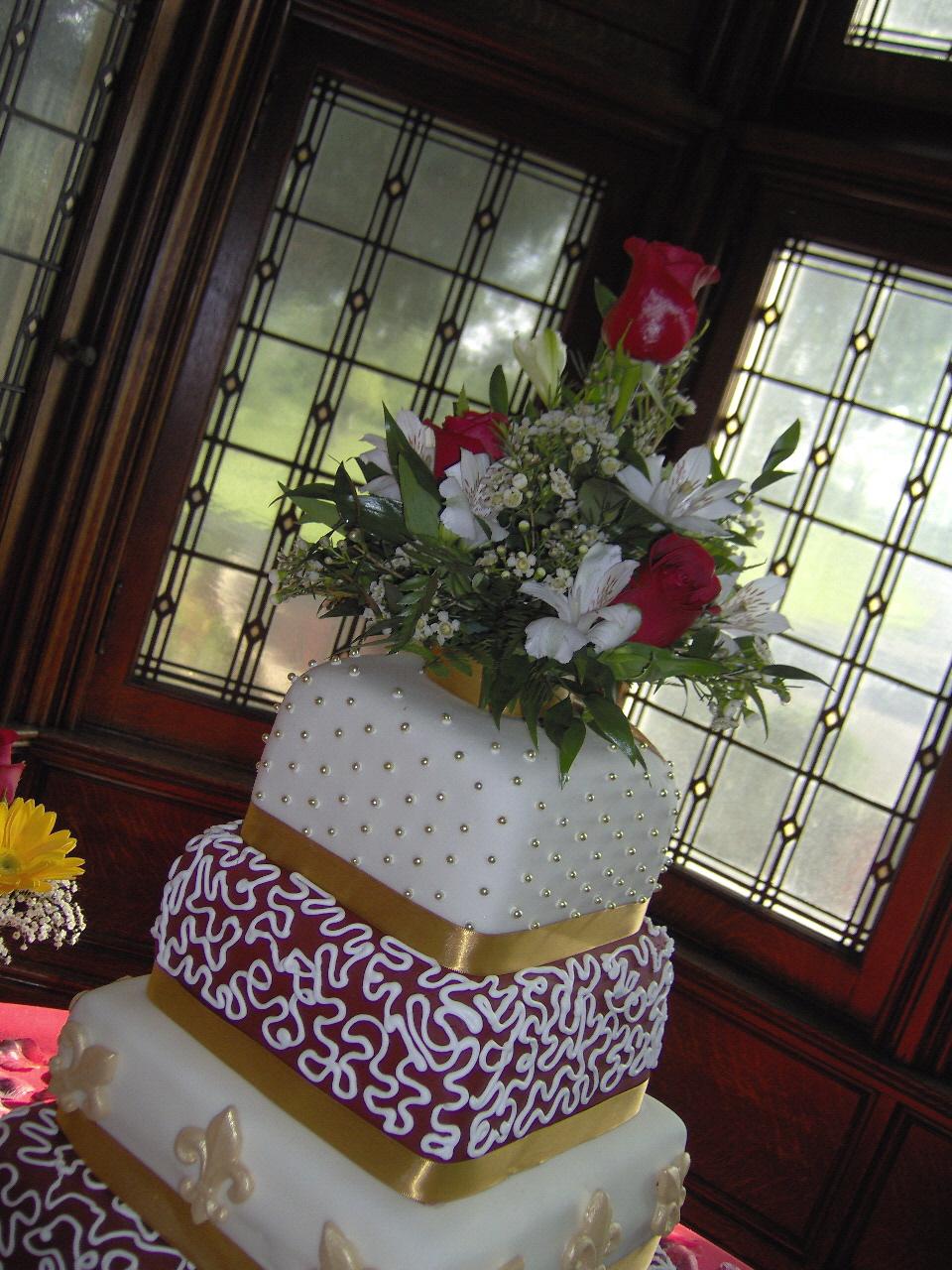 wedding cake fleur de lis