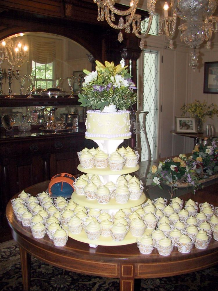 Wedding Cake with Cupcakes White Lillies, Freesia, Lavener Austromaria