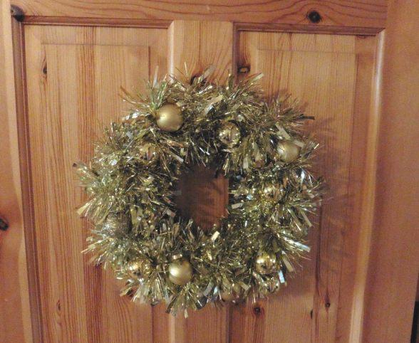 diy christmas decorations diy decor the two darlings diy ideas handmade christmas tree decorations diy glue gun wreath