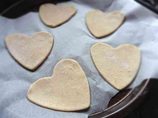 quick pizza love heart pizza easy pizza base recipe cooking with kids the two darlings parenting blog ireland