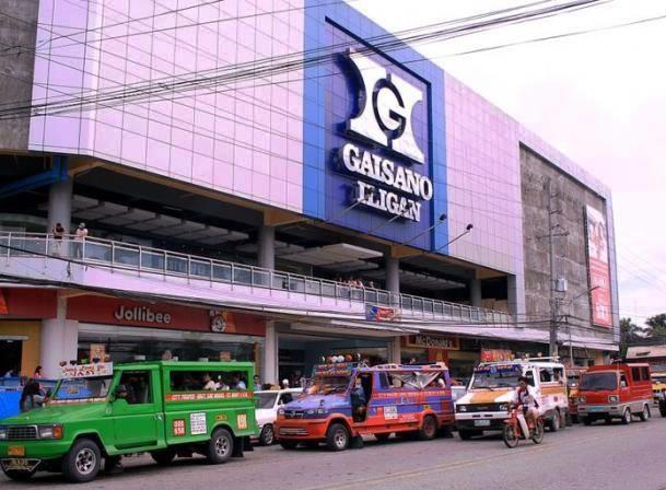 Jeepneys at Gaisano Iligan bound to Buru-un..