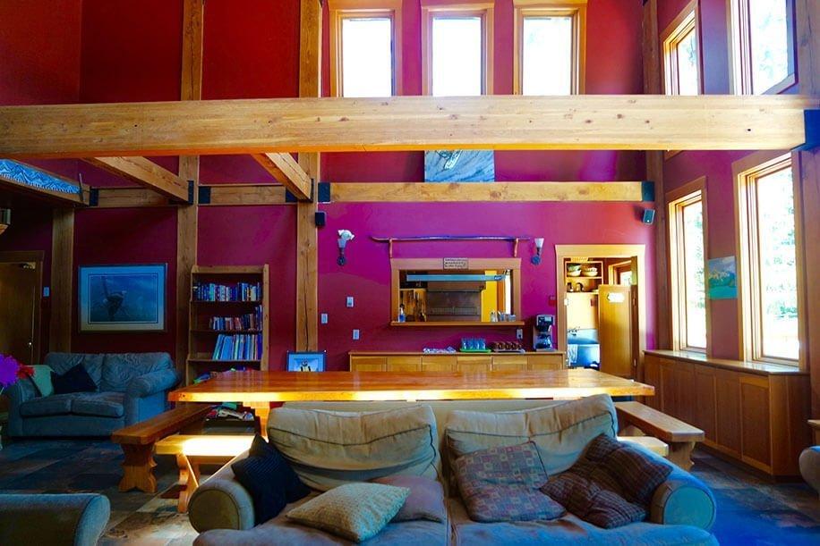 Alpine Lodge Whistler hostels lounge