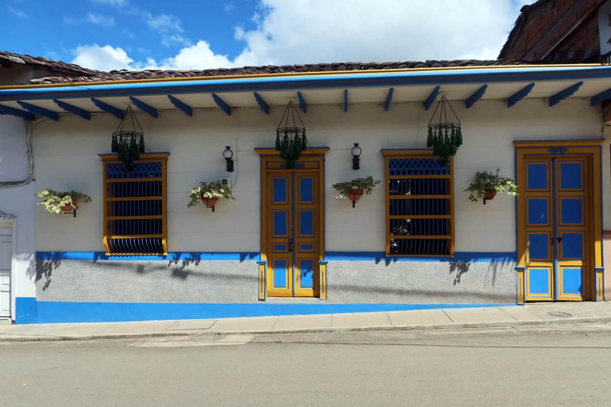 jardin town colorful architecture