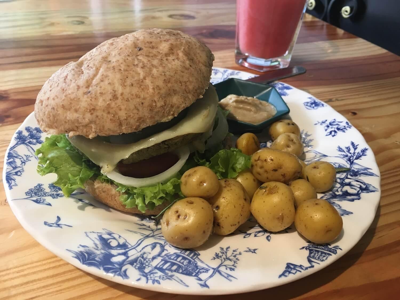 Helecho veggie burger and potatoes