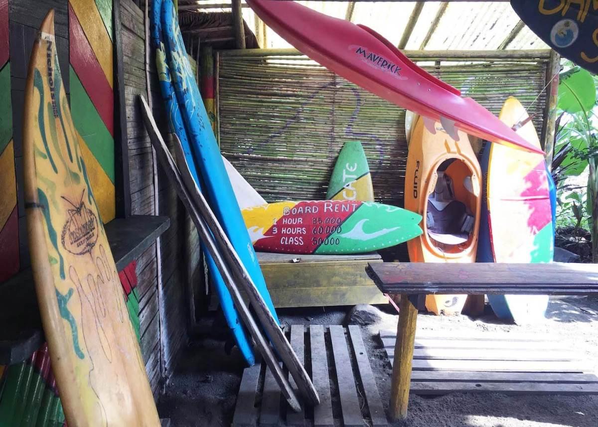 Surf boards for rent at Humpback Turtle Hostel on Playa El Almejal