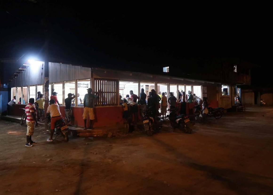 Spectators crowding outside El Valle's pool hall, the top thing to do in El Valle at night.