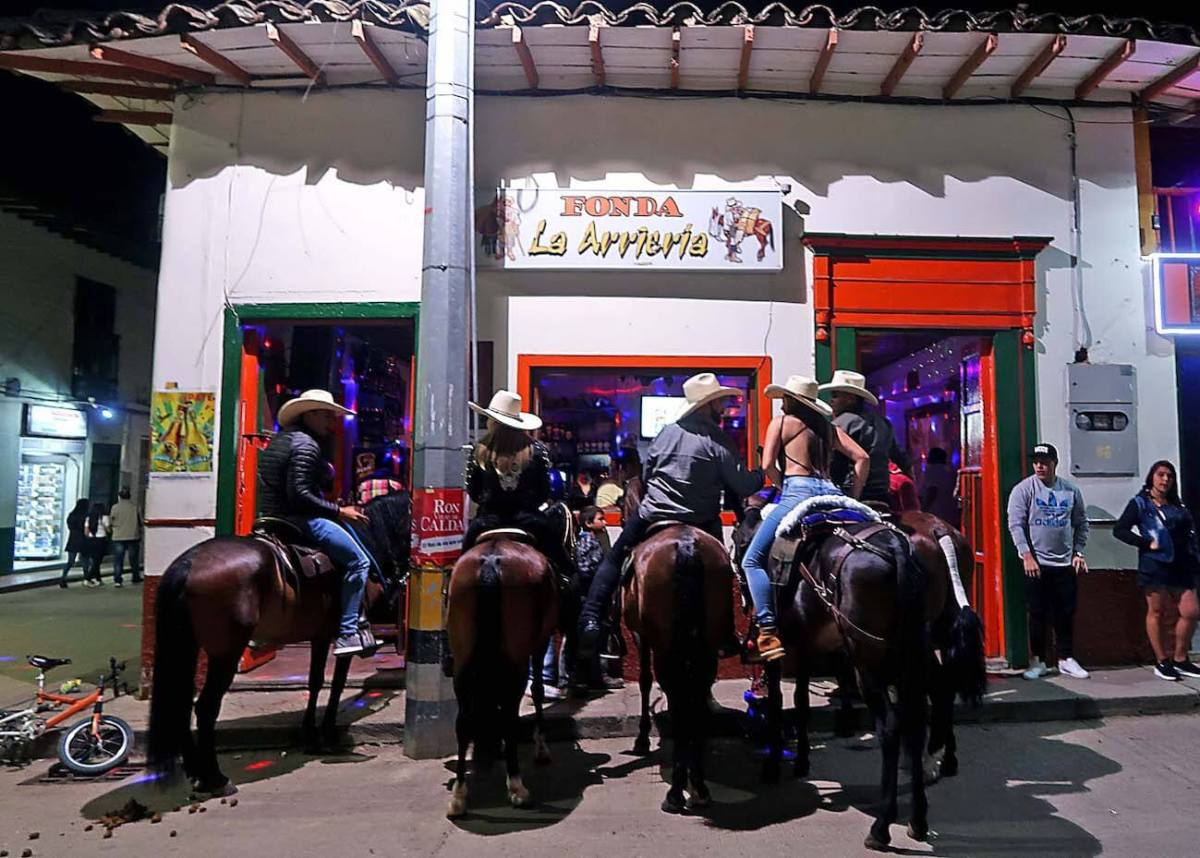 Horses in front of a bar in Urrao