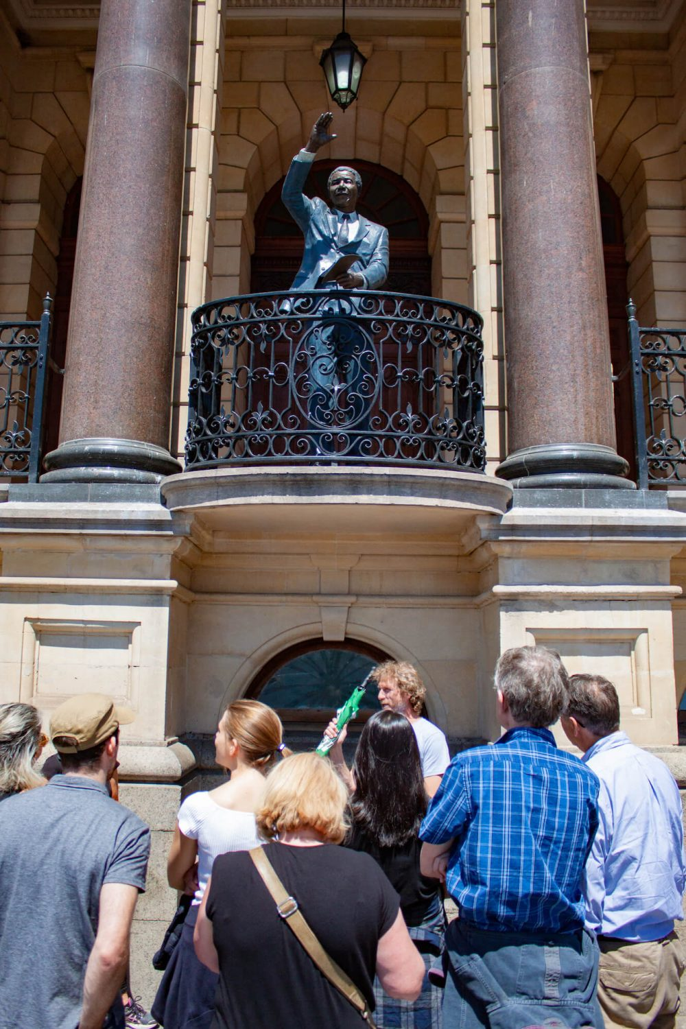 Walking tour and Nelson Mandela statue