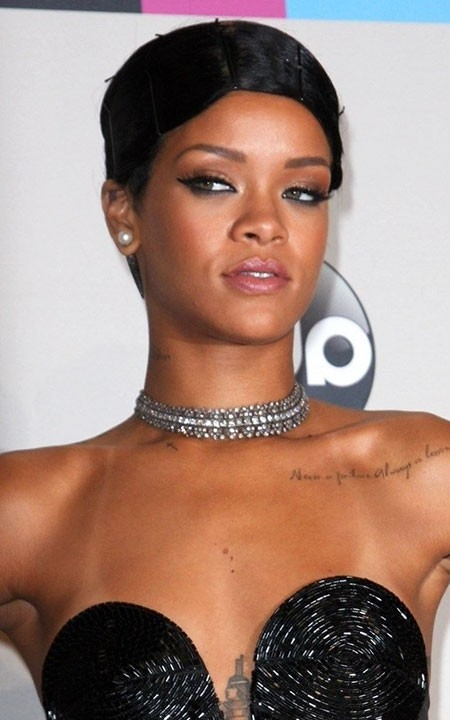 Bold-Hairstyle-of-Rihanna Best Rihanna Short Hairstyles