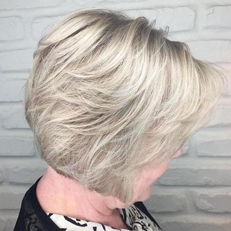 Layered-Haircut-1 Short Bob Haircuts for Older Women