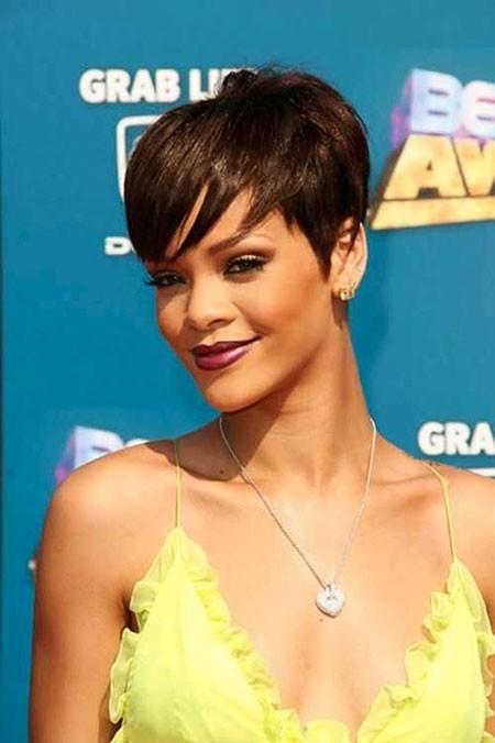 Rihanna-Amazing-Style Best Rihanna Short Hairstyles