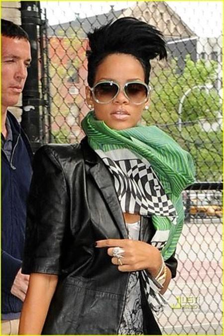 Rihanna-Cool-Pixie-Haircut Best Rihanna Short Hairstyles