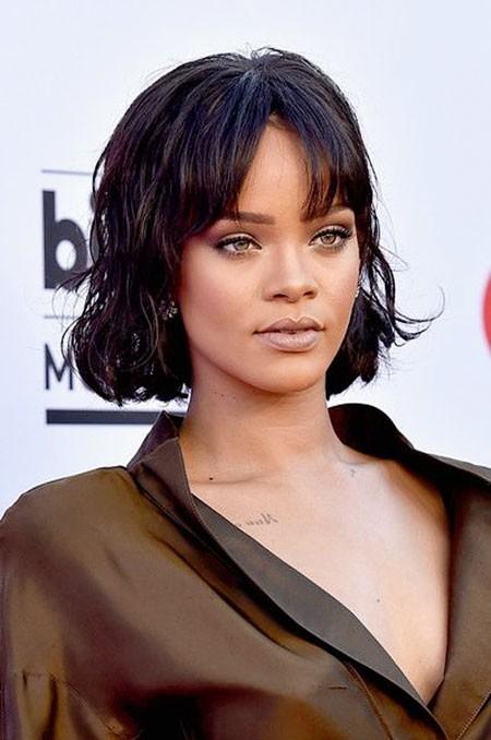 Rihanna-Daily-Look Best Rihanna Short Hairstyles