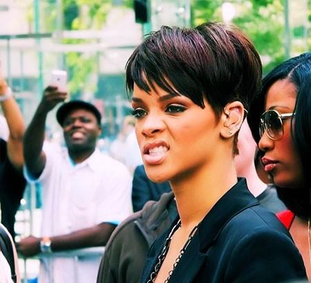 Rihanna-Sraight-Hairtyle Best Rihanna Short Hairstyles