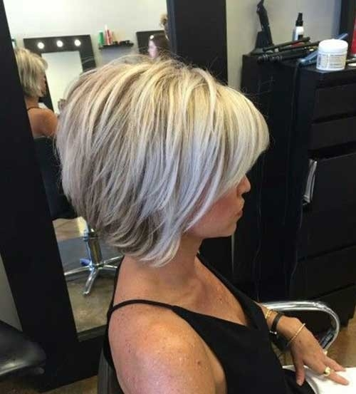Short-Blonde-Hair-with-Lowlights Chic Short Bob Haircuts for 2018