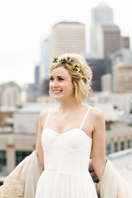 Hair-with-Flower-Headband Bridal Hairstyles for Short Hair