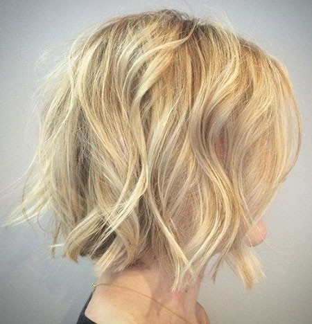 Loose-Blonde-Waves Short Hairstyles for Wavy Hair
