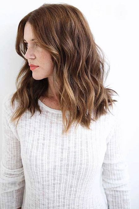 Medium-Hair Short Hairstyles for Wavy Hair