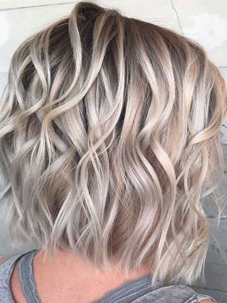 Medium-Length-Hairtyles Short Layered Wavy Hairstyles