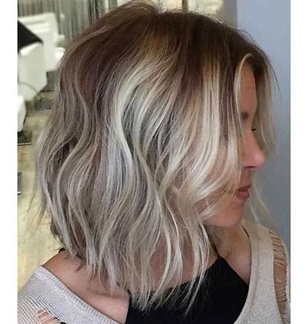 Mixed-Blonde-Hair Short Layered Wavy Hairstyles
