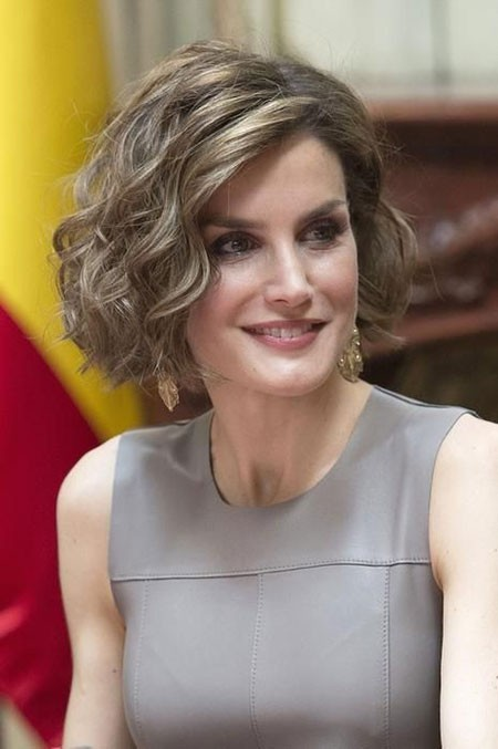 Short-Wavy-Hairtyles-2018 Short Layered Wavy Hairstyles