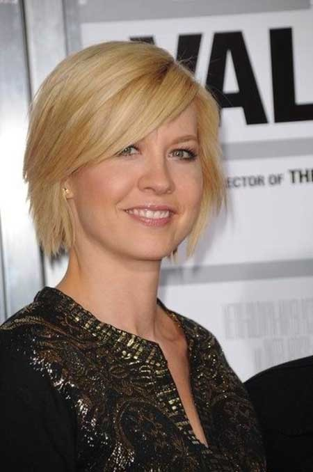 Short-Simple-Layered-Hairstyle Layered Bob Haircuts