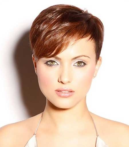 Super-Short-Pixie-Hairdo-with-Long-Side-Swept-Bangs Long Pixie Hairstyles