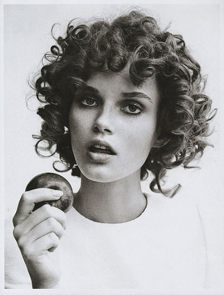 Artistic-Trendy-Curls-2018 Chic Short Curly Hairstyles for Women