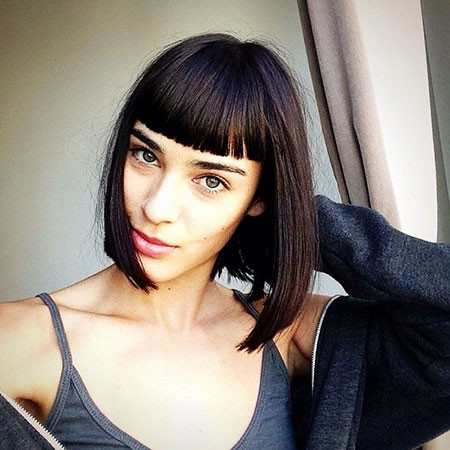 Bob-with-Fine-Bangs Chic Short Haircuts with Bangs