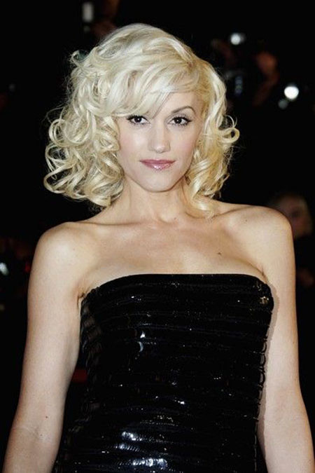 Gwen-Stefani-Medium-Curls-With-Bangs New Short to Medium Hairstyles with Bangs