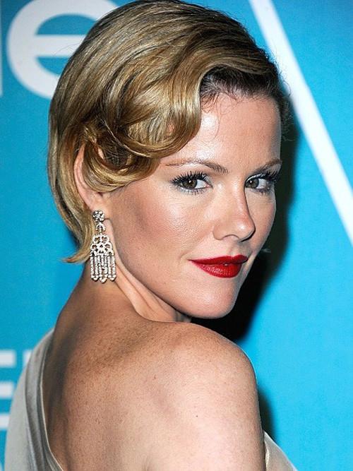 Kathleen-Robertson-Short-Haircut Popular Celebrity Short Haircuts